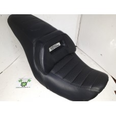 NEW OPEN BOX - 06-17 FXDL OE HD Seat - OEM 52000136 - ID 1754